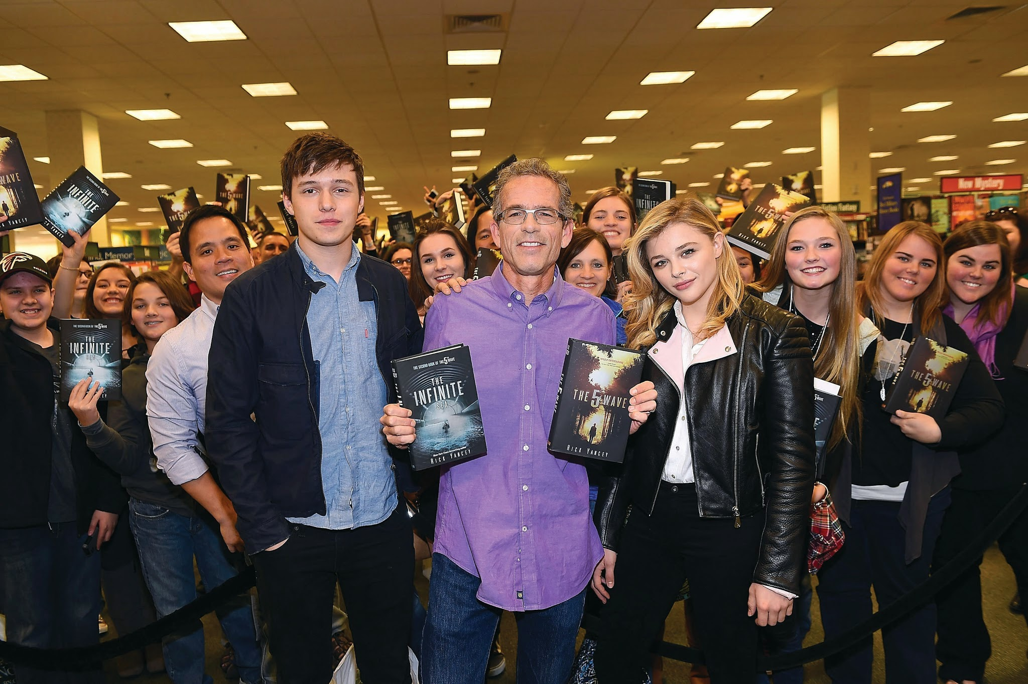 "Rick Yancey, Chloe Grace Moretz & Nick Robinson Discuss The Book & New Movie ""The 5th Wave"""