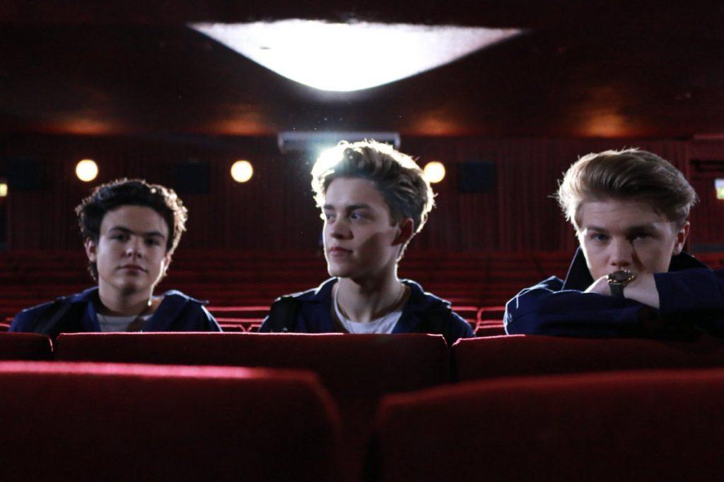 Assista ao clipe de 'Good Day', do New Hope Club para o filme 'O Homem das Cavernas'