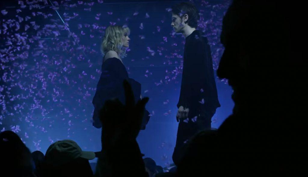 """James Bay lança clipe de """"Wild Love"""", com participação de atriz de """"Stranger Things"""""""